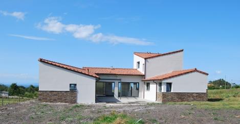 Vivienda unifamiliar en Valdredo, vista del patio al sur.