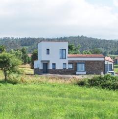 Vivienda unifamiliar en Valdredo, vista de la fachada norte